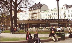 55f1f13fbaf8 Gustav Adolfs Torg today is a meetingplace where there often are various  events - flower exhibitions, fairs, music and festivals. There are plenty  of seats ...